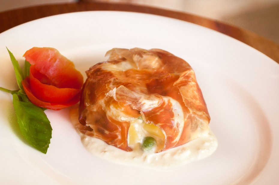 Ham pie - Ham slices stuffed with cottage cheese, potatoes and green peas