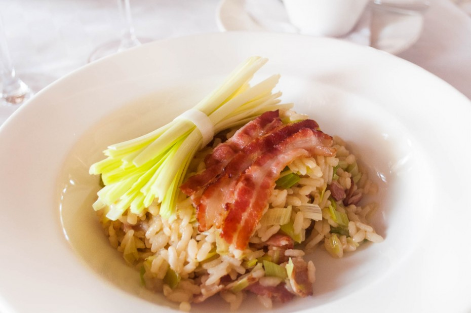Leeks and bacon risotto Italian rice with bacon and leeks, topped with crunchy bacon slices