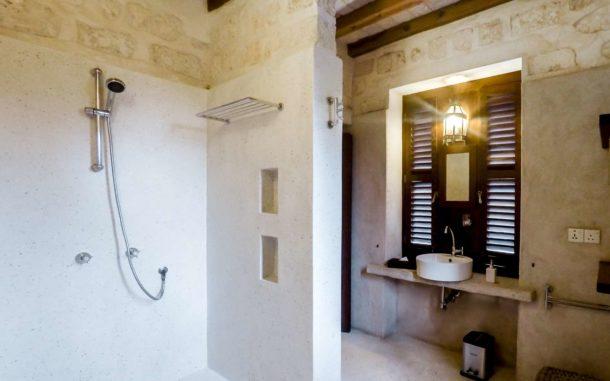 Junior Suite Bathroom Shower 1600x1000